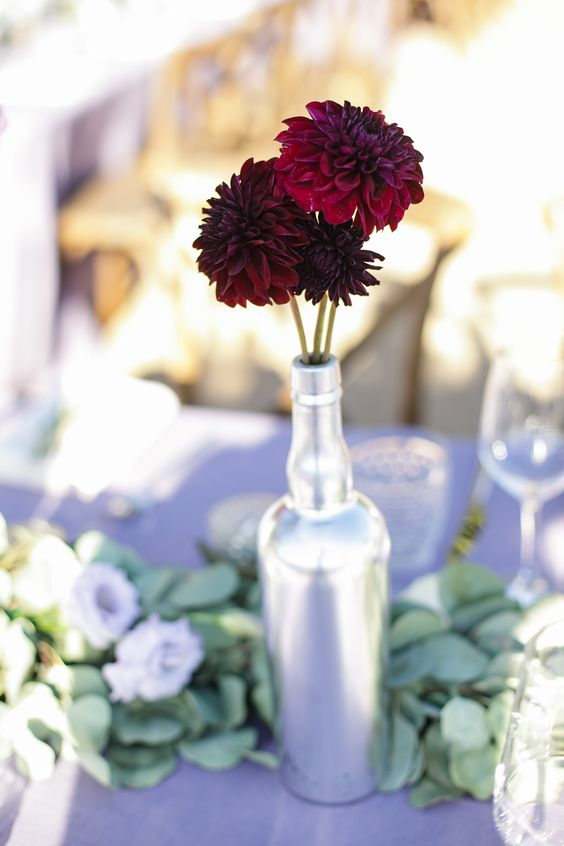 red chrysanthemum centerpiece - via weddingchicks.com