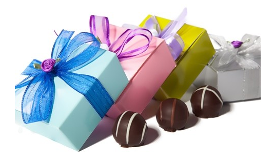 Li-Lac Chocolates - NYC Made Wedding Favors - via li-lacchocolates.com