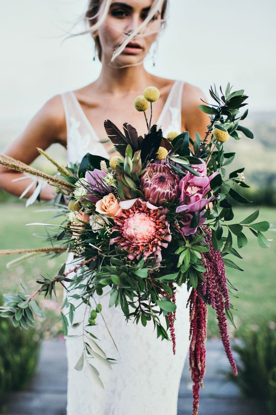 Modern Wedding Bouquet - via weddingflowersbyjuliarose.com