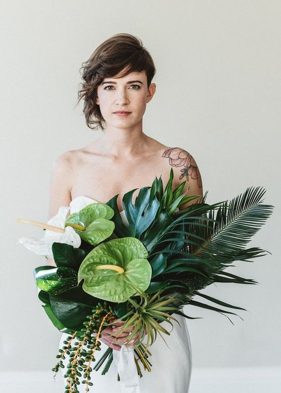 Modern Wedding Bouquet - via weddingtopia.co