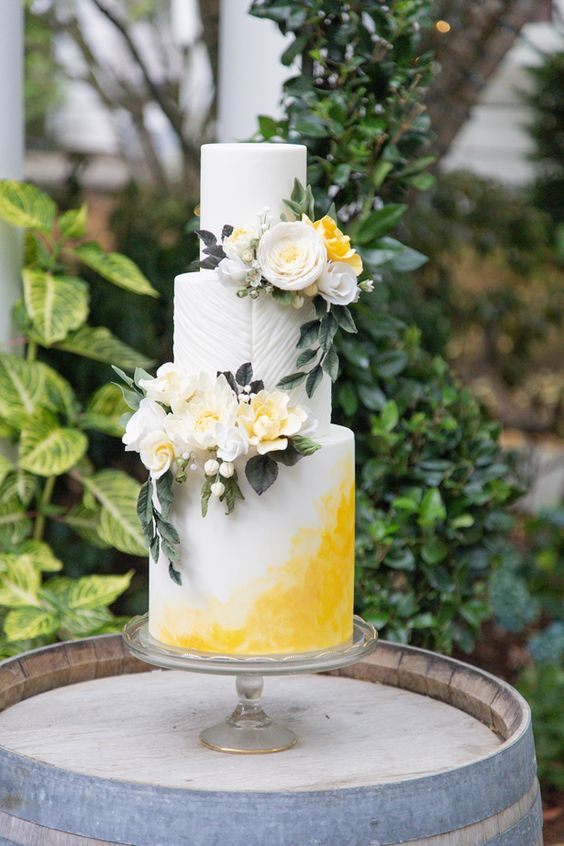 Summer Wedding Cake - via bellethemagazine.com