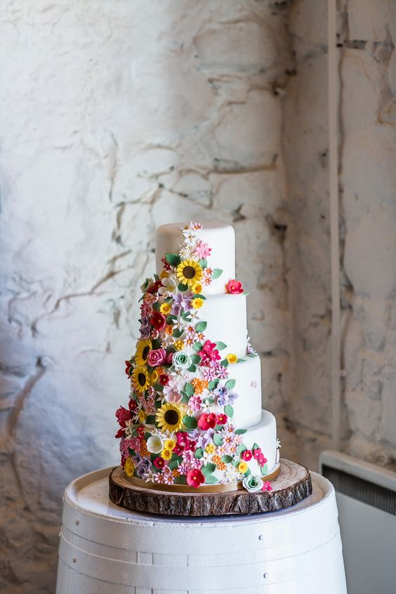 sugar flower wedding cake - via lovemydress.net