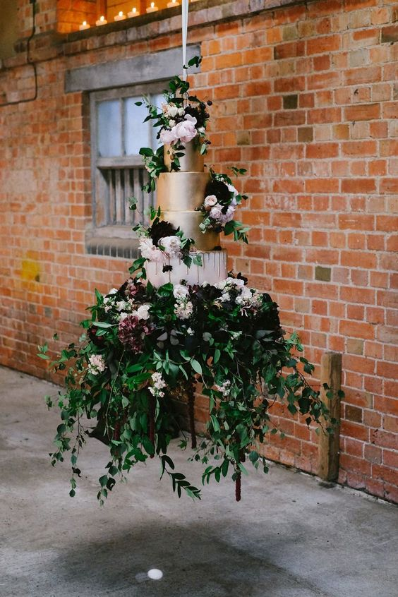 Dramatic Hanging Wedding Cake - via mysweetengagement.com