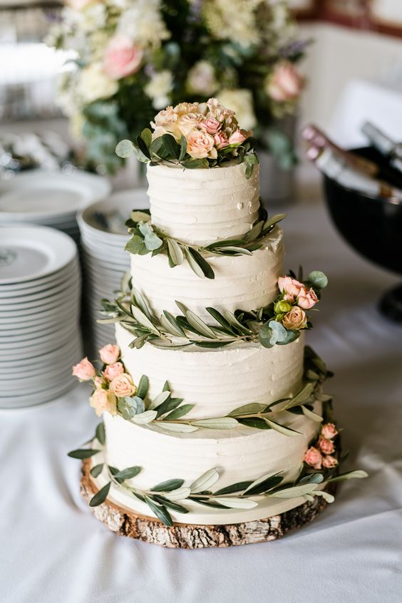 rustic flower wedding cake - via rockmywedding.com