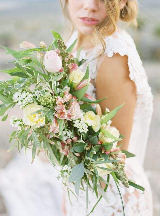 alstroemeria wedding bouquet - via trendybride.net