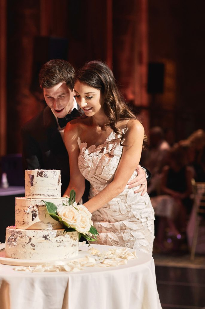 Laura and Charlie Wedding - Wedding Cake Cutting - Cipriani - Christian Oth Studio