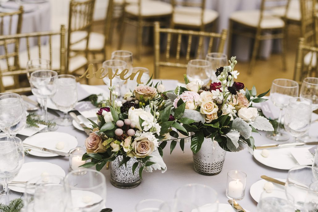 Aleah & Brenden - Low Centerpiece - Cosmopolitan Club - by Alicia King Photography